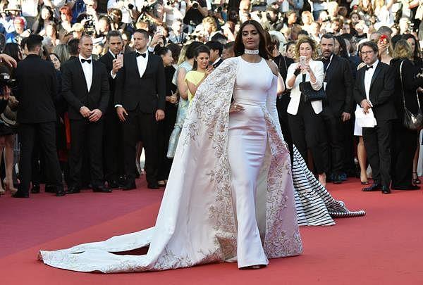 Cannes: Sonam Kapoor spells elegance in all-white ensemble