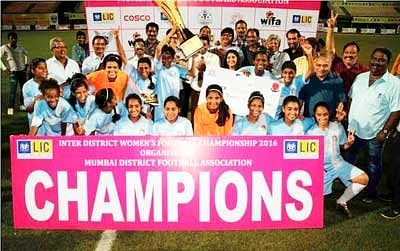 Mumbai champions in Maharashtra State Inter-District Senior Women's Football Championship -2016