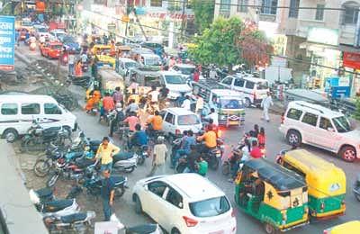Haphazard parking chokes Anand Bazaar