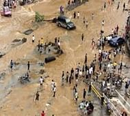 Eight tourists killed in China flash floods