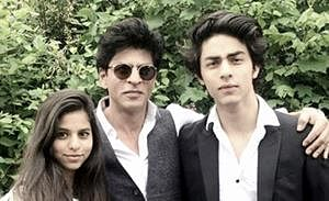 Shah Rukh wants Aryan to see old classics before entering B-town