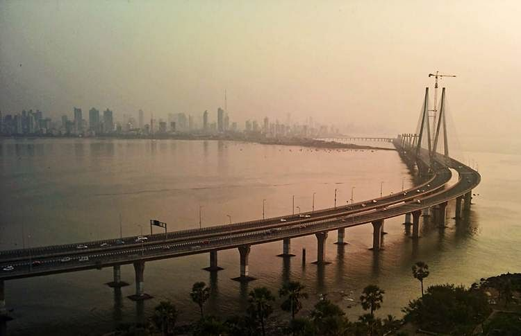 Mumbai: Two Russians, arrested for performing stunts at Bandra-Worli sea link, booked for overstaying in India