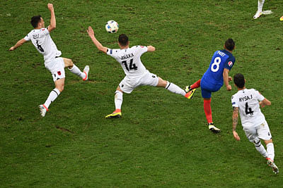 France's forward Dimitri Payet (2nd R) shoots to score during the Euro 2016 group A football match between France and Albania at the Velodrome stadium in Marseille on June 15, 2016. / AFP PHOTO / ANNE-CHRISTINE POUJOULAT