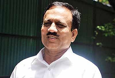 Many MLAs of Congress, NCP in touch with BJP: Girish Mahajan
