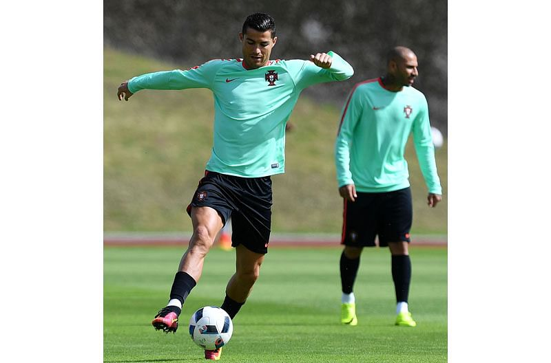 Portugal's forward Cristiano Ronaldo practices during a training session at the team's base camp in Marcoussis, outskirts of Paris, on June 29, 2016, on the eve of the UEFA Euro 2016 quarter final football match Poland vs Portugal. / AFP PHOTO / FRANCISCO LEONG
