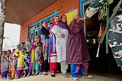 Electorate defy separatists call, 34 pc voter turnout in Anantnag