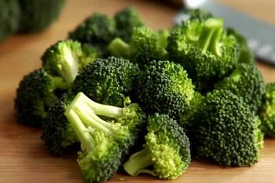 Eating broccoli may lower heart disease, cancer risk: study