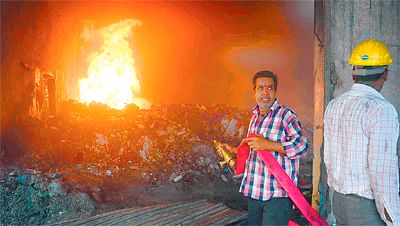 Kolkata: Godown, shanties gutted in two fire incidents