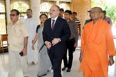 Bangladesh: Indian envoy visits Ramakrishna Mission after threat
