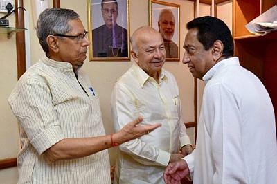 Bhopal: Senior Congress leaders Kamalnath, Sushil Kumar Shinde and Mohan Prakash at Madhya Pradesh Assembly during Rajya Sabha election in Bhopal on Saturday. PTI Photo(PTI6_11_2016_000068B) *** Local Caption ***