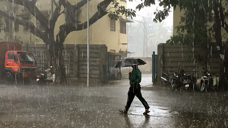 Mumbai receives light rain and weather change due to deep depressions in Arabian Sea