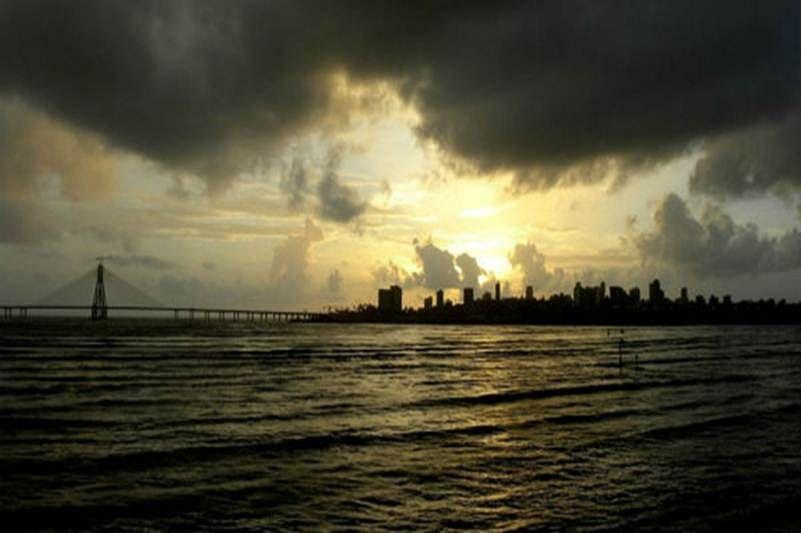 Incessant rain lashes Mumbai; heavy showers predicted