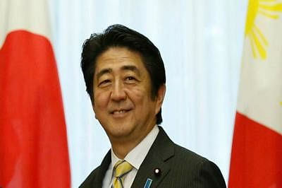 Japan's Abe in Russia to warm ties with Putin