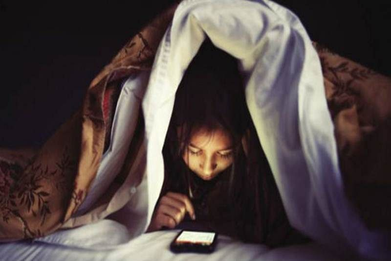 Smartphone gazing in the dark can make you 'blind'