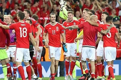 Euro 2016: Wales thrash Russia, enter pre-quarters as group winners