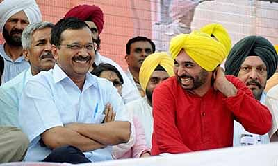 Amritsar: Delhi CM Arvind Kejriwal and AAP MP Bhagwant Mann during the releasing of 51-point Youth Manifesto in Amritsar on Sunday. PTI Photo (PTI7_3_2016_000207B)