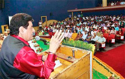 Gajendra Chauhan heckled at Makhanlal Varsity; says it is democratic
