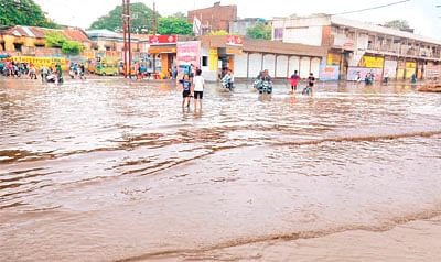 Moti Tabela Sq: A pond in rains just few metres away from collectorate