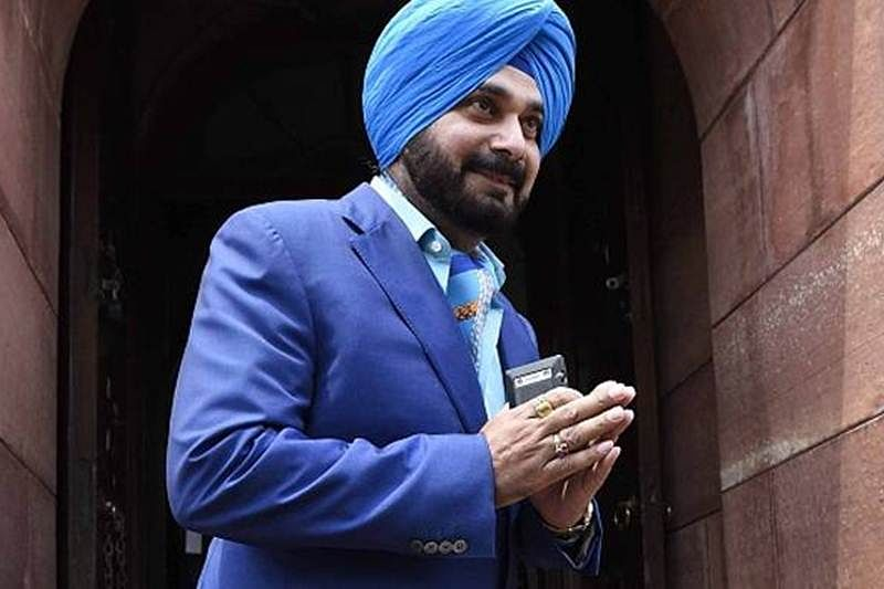 Punjab minister Navjot Singh Sidhu meets Rahul Gandhi, apprises him of 'situation