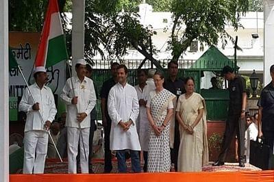 Sonia flags off bus yatra to Uttar Pradesh