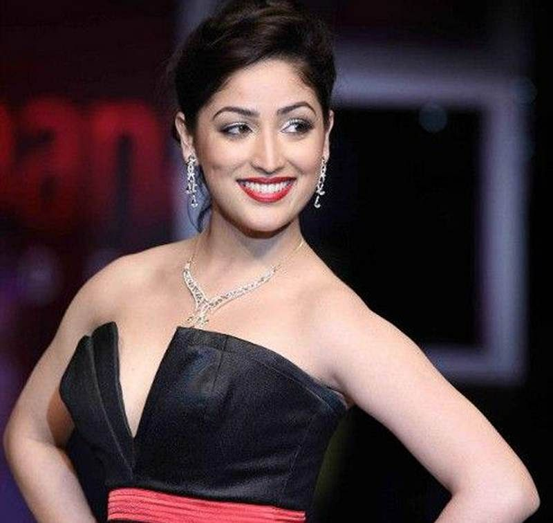Yami Gautam gets into the Christmas mode