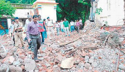 One killed, 12 hurt in roof collapse at Ratlam dist hospital