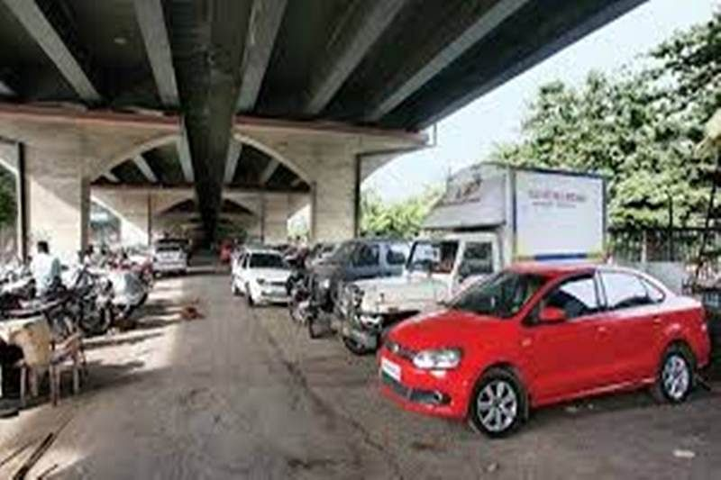 Opposition seeks action against illegal parking under Mumbai flyovers