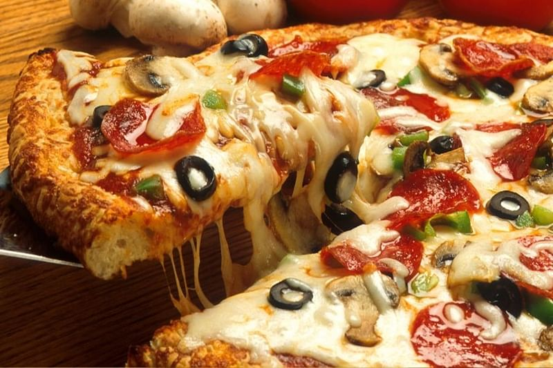Pizza lovers, learn this simple Mathematics trick to double your happiness