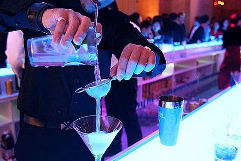 Bartenders may have poor family life: study