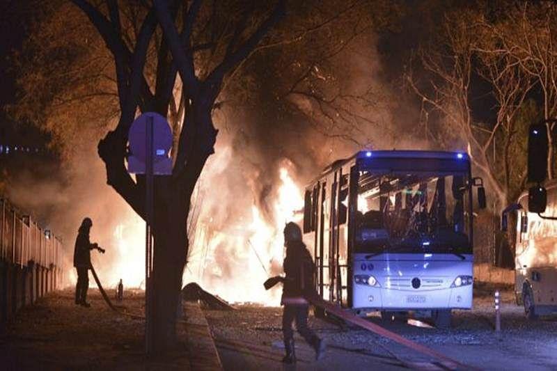 Bus bombing at Turkish border crossing kills 10 Syrian rebels