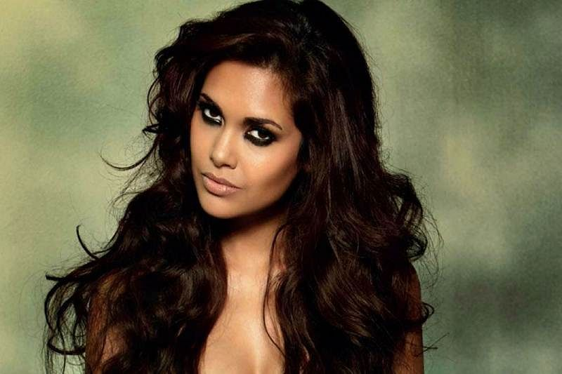 I dont give credit to anyone for my career Esha Gupta