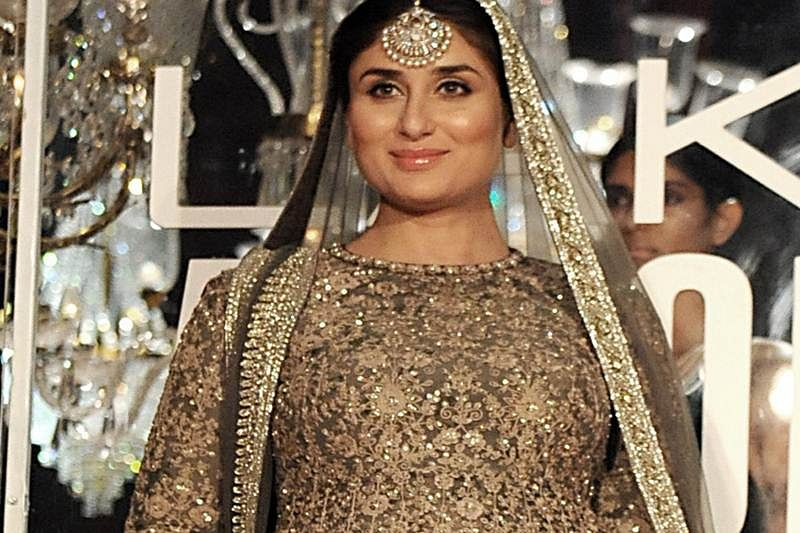 Indian Bollywood actress Kareena Kapoor Khan showcases a creation by designer Sabyasachi at Lakme Fashion Week (LFW) Winter/Festive 2016 in Mumbai on late August 28, 2016.           / AFP PHOTO / SUJIT JAISWAL
