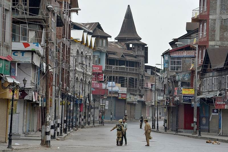 Curfew, separatist shutdown cripple Kashmir for 30th day