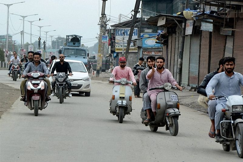 Latest News! Ministry of Home Affairs: Mobile phones to open up in all 10 districts of JAMMU, except one location