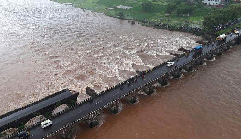 Mumbai Goa Bridge collapses (Pix : BL Soni, Free Press Journal)