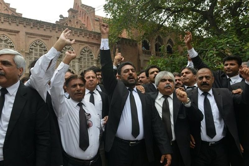 Pak mourns Quetta blast victims, lawyers boycott courts