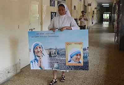 Mumbai: Sister Lawrencia  show postage stamp  To celebrate the canonization of Mother Teresa as a saint, India Post on Sunday released a commemorative postage stamp on her. Union Minister of State for Communications Manoj Sinha at the Divine Child High School Andheri Mumbai. Photo by BL SONI