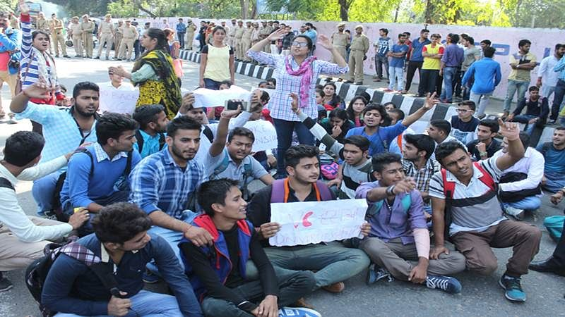 Kashmir: ABVP workers stage protest against students