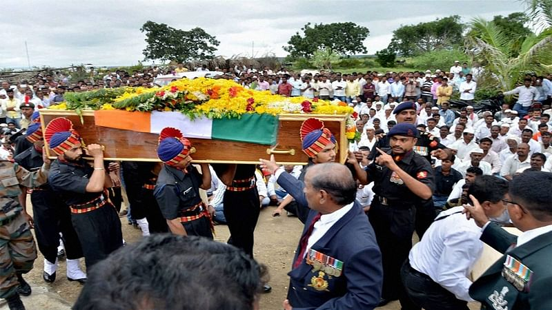 Satara martyr Chandrakant S. Galande cremated with full military honours