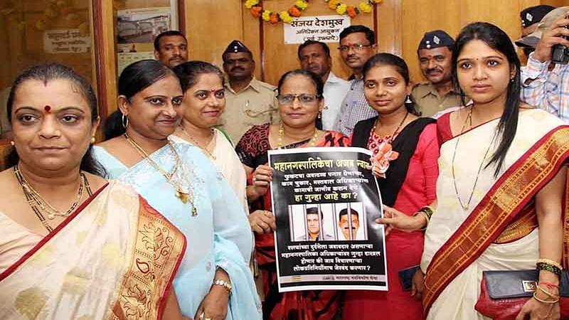 Mumbai Potholes: MNS leaders give Civic officials Diwali deadline