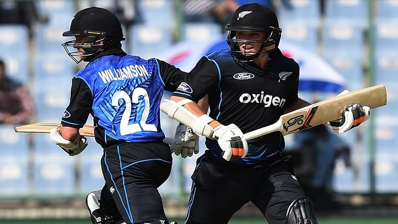New Zealand's captain Kane Williamson (L) and teammate Tom Latham run between the wickets  during the second one day international (ODI) between India and New Zealand at the Ferozshah Kotla ground in New Delhi on October 20, 2016.    / AFP PHOTO / PRAKASH SINGH / ----IMAGE RESTRICTED TO EDITORIAL USE - STRICTLY NO COMMERCIAL USE----- / GETTYOUT