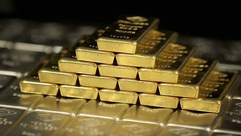 Mumbai: Seven smugglers arrested with gold worth 2.30 crore, Rs 10 lakh cash