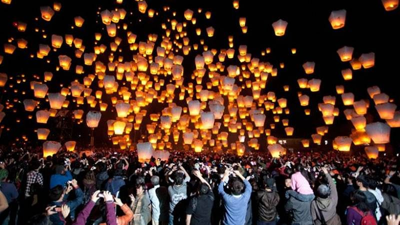 Mumbai Fire Brigade urges police to ban use of flying lanterns