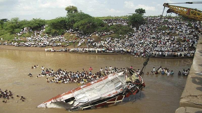 Madhya Pradesh: Bus fell into Sapan river in Vidisha district, 9 people killed