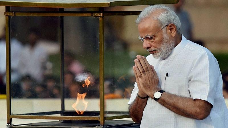 President, PM Modi pays tributes to Mahatma Gandhi