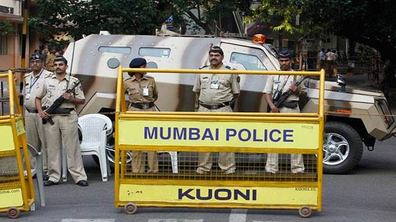 Threat to restaurant staffer: Mumbai police round up suspects