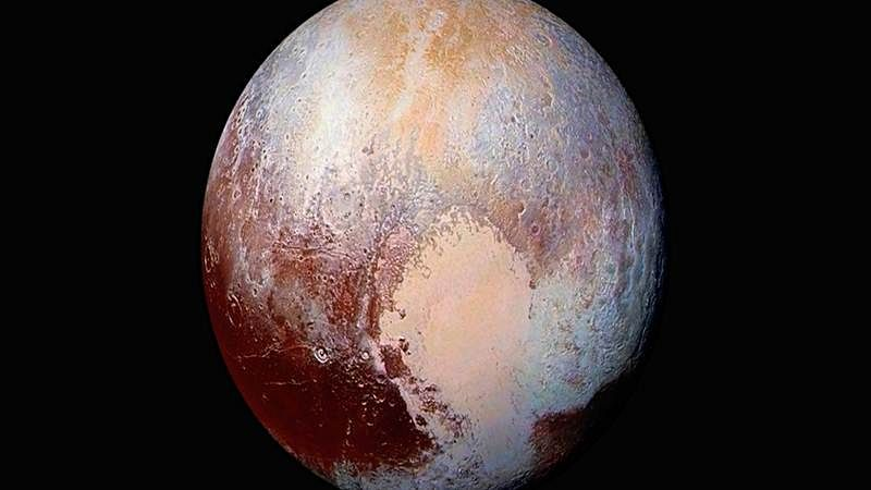 NASA probe finds hint of cloud on Pluto