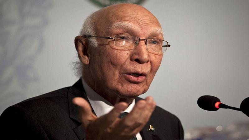 Sartaj Aziz to visit India, hints at easing of hostility