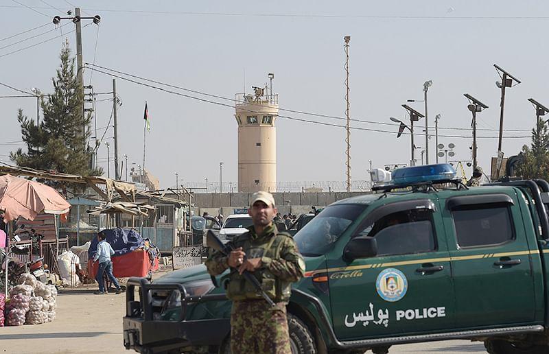 Blast kills 4 in largest US base in Af
