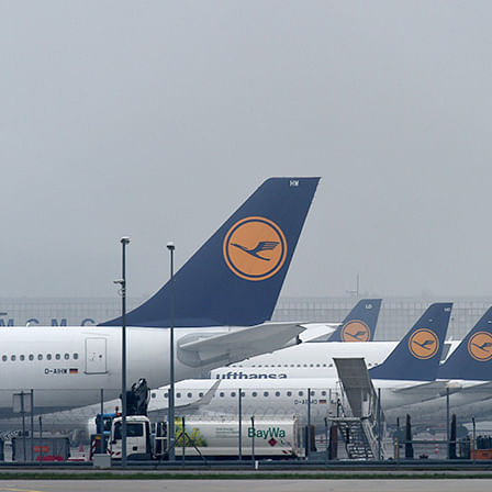 Lufthansa to freeze hiring for cutting costs